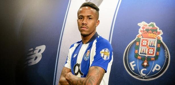 Brasileiro chegou ao Porto em julho de 2018 e só sairia por 50 milhões de euros - Divulgação/Porto