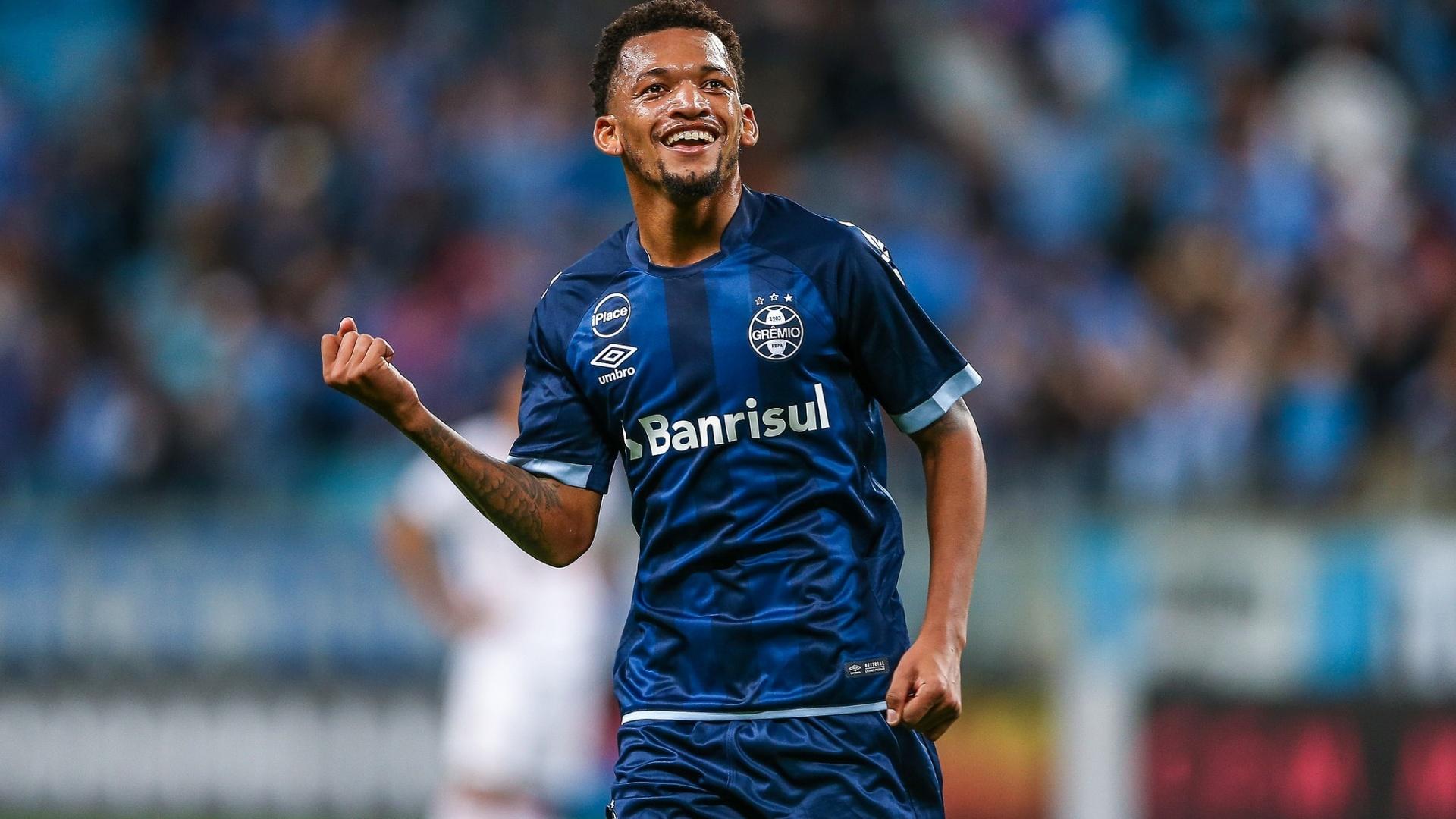 Jailson comemora gol do Grêmio contra o Vitória no Campeonato Brasileiro