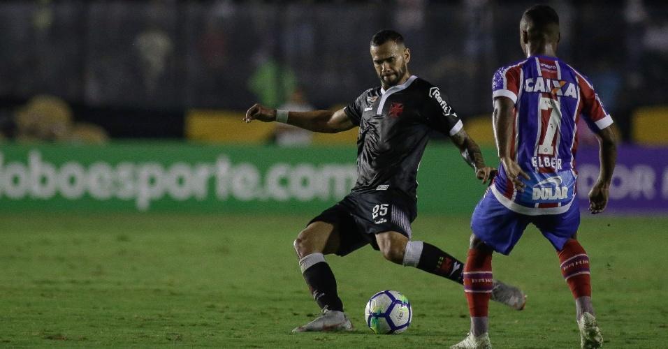 O zagueiro Leandro Castá em lance da partida entre Vasco e Bahia