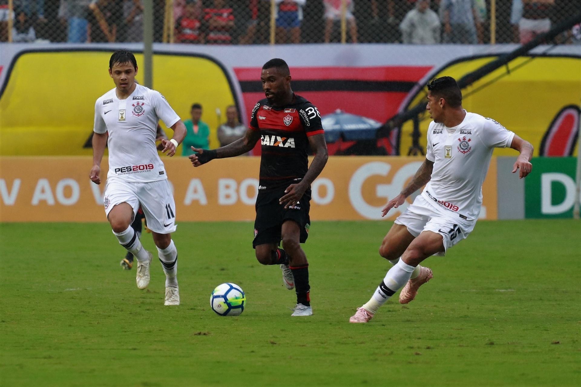 3808f263bd Corinthians e Vitória têm final dramático e ficam no empate no Barradão -  21 10 2018 - UOL Esporte