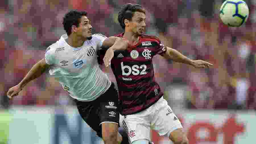 Lucas Veríssimo e Rodrigo Caio, durante Flamengo x Santos - Thiago Ribeiro/AGIF