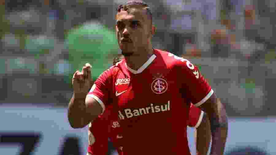Pottker marcou dois gols na vitória do Inter sobre o Atlético-MG, mas se lesionou  - Fernando Moreno / AGIF