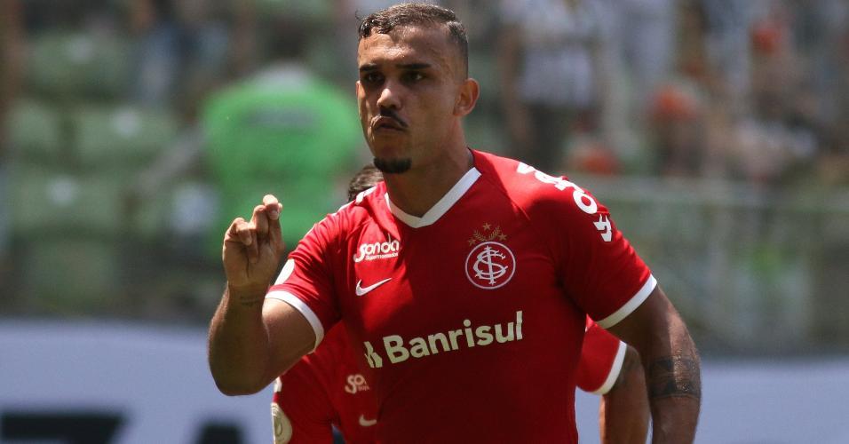 Pottker marcou dois gols na vitória do Inter sobre o Atlético-MG