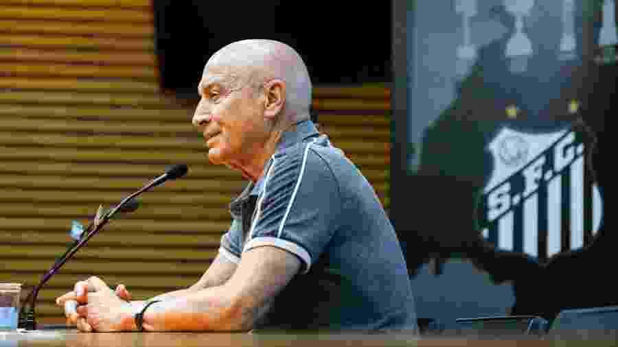 Jesualdo Ferreira, técnico do Santos, durante entrevista coletiva na sala de imprensa da Vila Belmiro - Fernanda Luz/AGIF