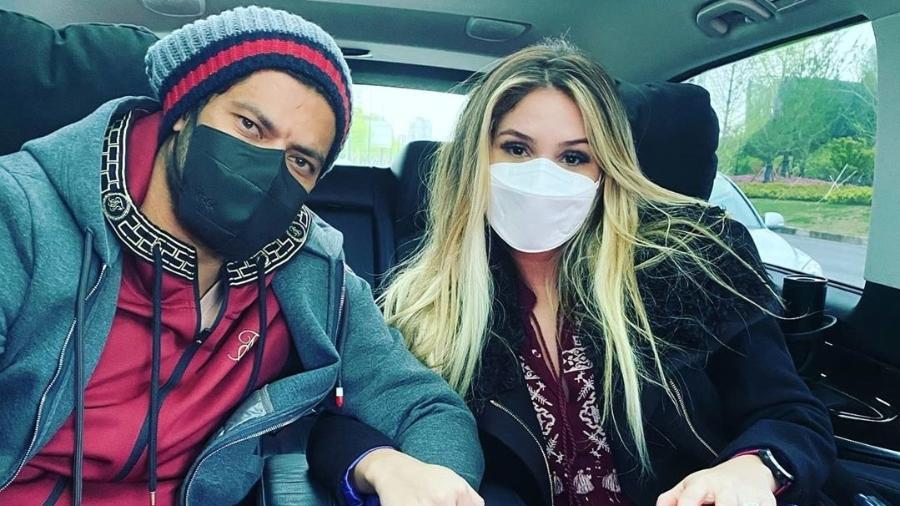 Hulk Paraíba e Camila Ângelo posam de máscaras - Reprodução/Instagram