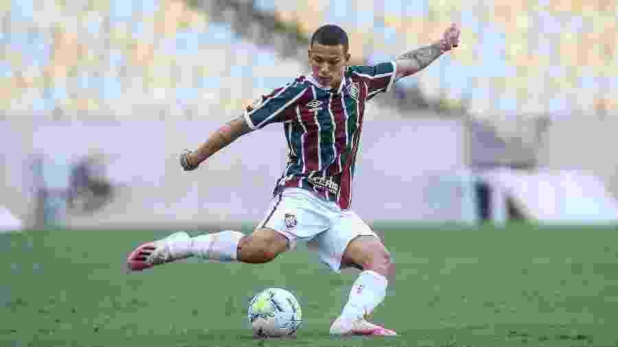 Lateral-direito do Fluminense, Calegari deu entrada no processo para tirar passaporte italiano - Lucas Merçon/Fluminense FC