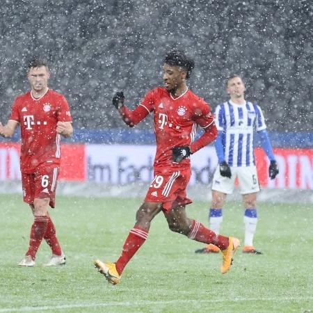 Kingsley Coman comemora gol marcado pelo Bayern de Munique - Boris Streubel/Getty Images
