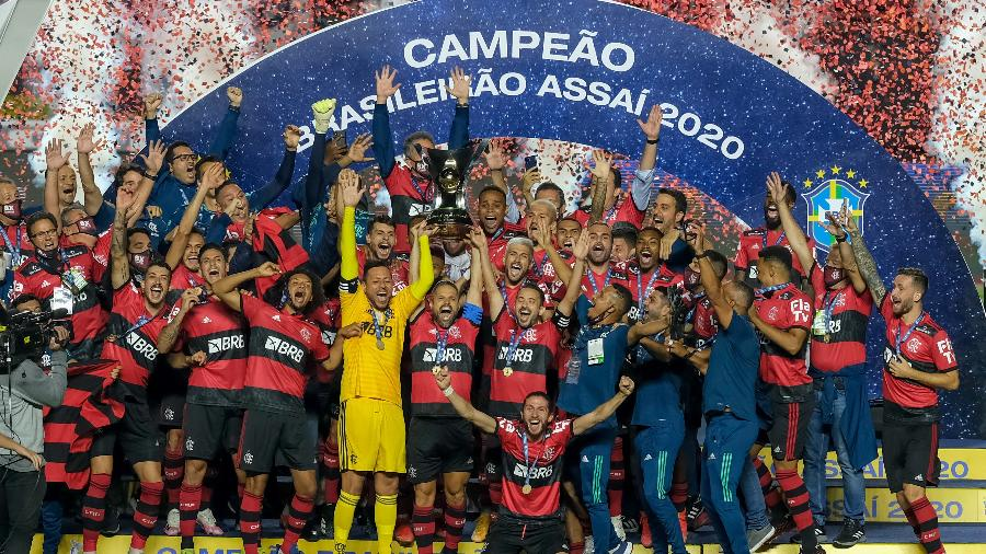 Jogadores do Flamengo comemoram título brasileiro no gramado do Morumbi - Marcello Zambrana/AGIF