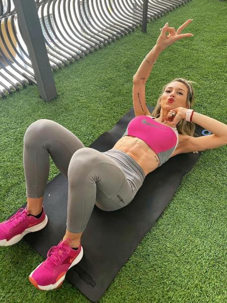 Esposa de Lautaro impressiona com abdômen definido dois meses o parto - Instagram