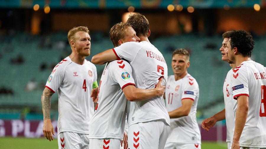 Jogadores da Dinamarca comemoram o segundo gol marcado sobre a República Tcheca na Euro - Valetin Ogirenko - Pool/Getty Images