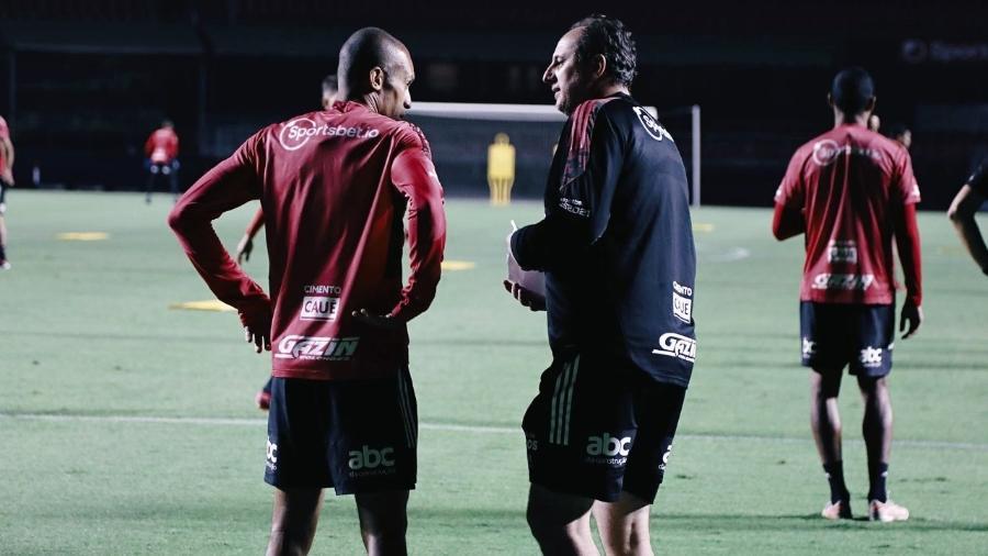 Miranda e Rogério Ceni em treino no Morumbi - Rubens Chiri/São Paulo