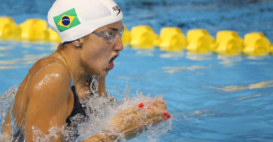 Gabrielle Roncatto na água durante a prova dos 200m medley
