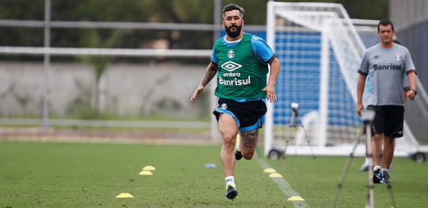 Douglas participa de treinamento físico e avisa que precisa de um reserva em 2016
