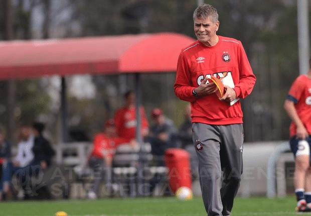 Paulo Autuori, técnico do Atlético-PR