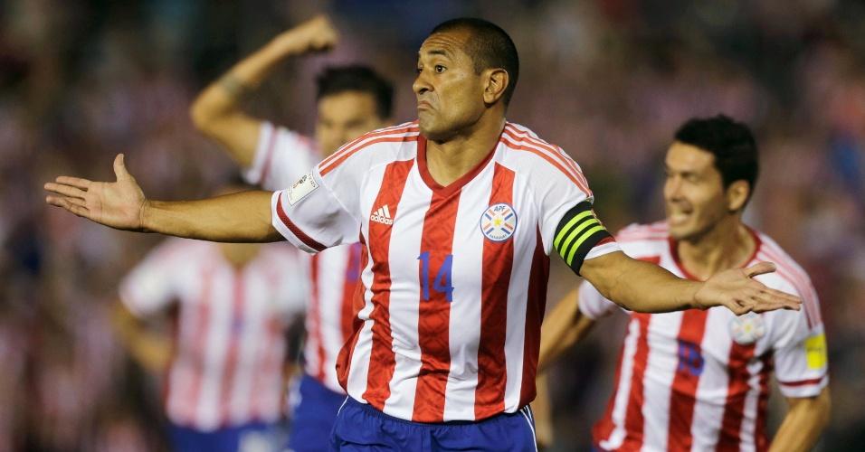 Paulo da Silva comemora gol do Paraguai contra o Chile