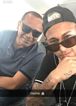 Neymar mostra resultado da pancada sofrida contra a Bolívia