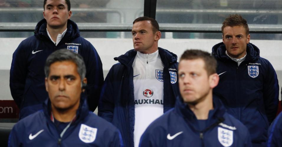 Wayne Rooney começou no banco de reservas da Inglaterra