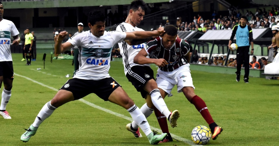 Fluminense e Coritiba fazem jogo duro no Couto Pereira