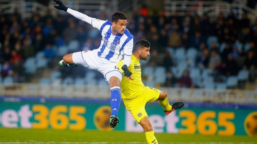 Willian José disputa bola na partida Real Sociedad x Villarreal pela Copa do Rei - Real Sociedad/Divulgação