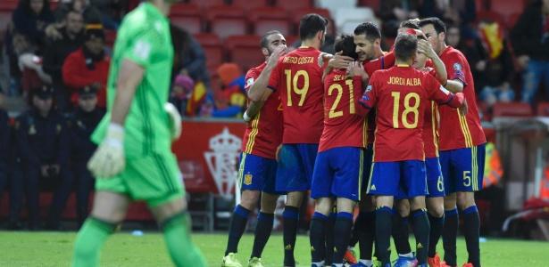 Com quatro vitórias em cinco jogos, espanhóis ocupam a primeira posição do Grupo G - Eloy Alonso/Reuters