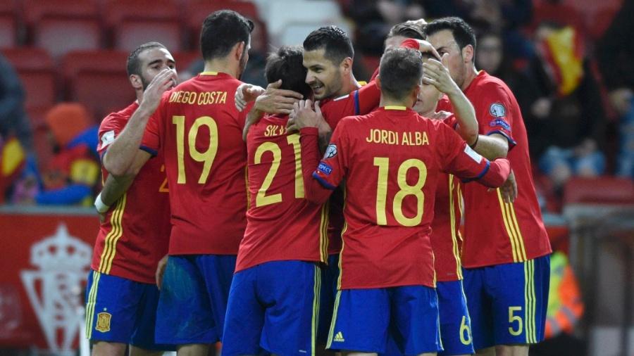Jogadores da Espanha comemoram gol diante da seleção de Israel - Eloy Alonso/Reuters