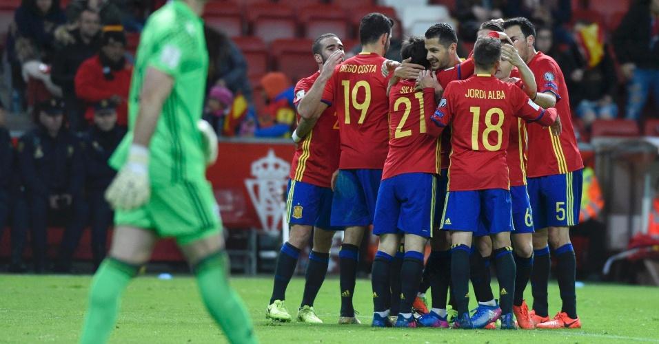 Jogadores da Espanha comemoram gol diante da seleção de Israel