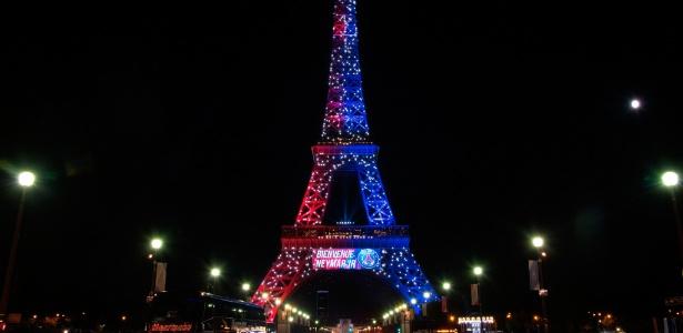 Neymar ganha homenagem na Torre Eiffel