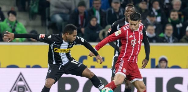 James Rodríguez em ação na partida contra o Mönchengladbach