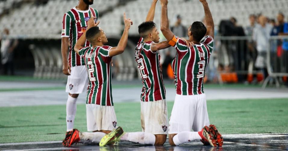 Jogadores do Fluminense comemoram gol de Gum diante do Flamengo nas semifinais da Taça Rio (segundo turno do Campeonato Carioca) de 2018