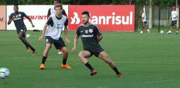 Rossi participa de treinamento do Internacional no time titular nesta terça