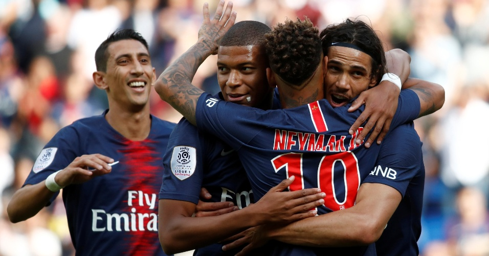 Neymar, Mbappé e Cavani comemoram gol do PSG