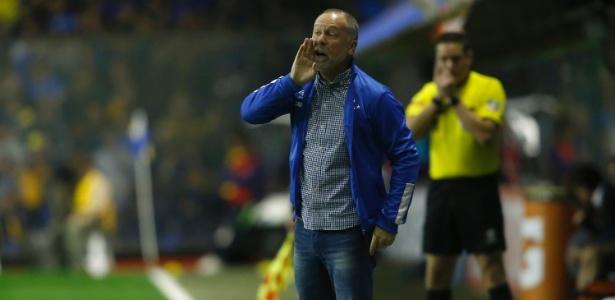 Mano Menezes orienta time do Cruzeiro contra o Boca Juniors - Demian Alday/Getty Images