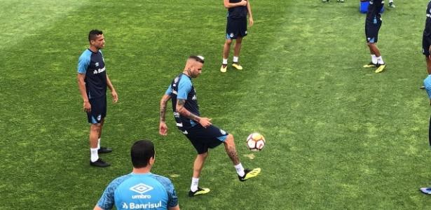 Luan em ação durante treino do Grêmio na Argentina - Jeremias Werneck/UOL