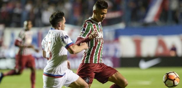 Richard em ação pelo Fluminense: volante fez exames no Corinthians e foi aprovado