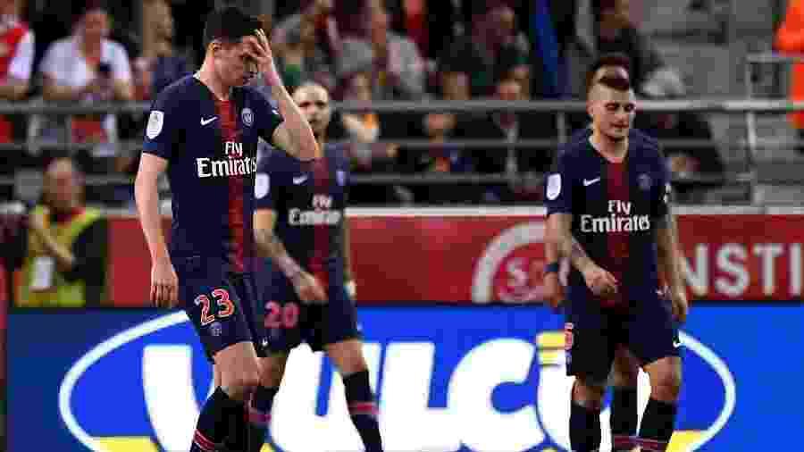 Jogadores do PSG lamentam durante partida contra o Reims - FRANCK FIFE / AFP