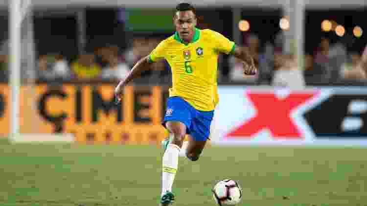 Alex Sandro foi titular duas vezes, não foi substituído, mas não jogou bem - Lucas Figueiredo/CBF