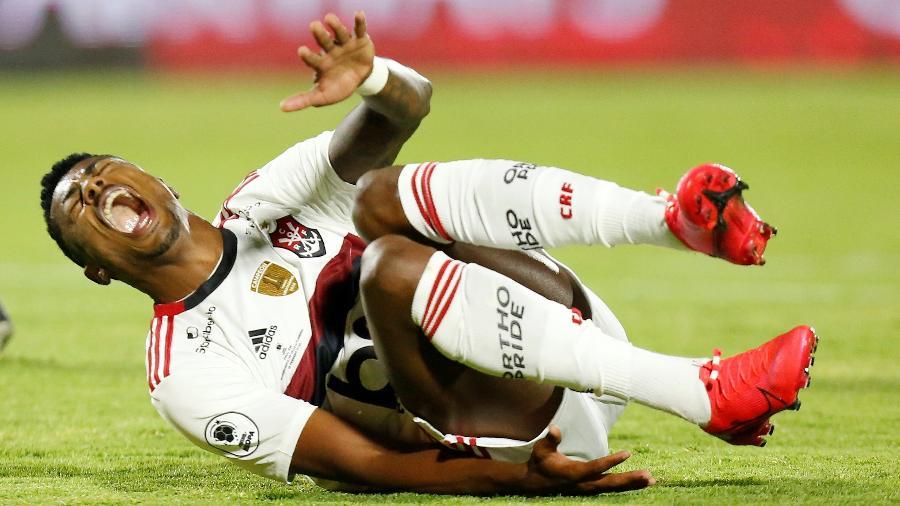 Bruno Henrique, do Flamengo, se machuca durante decisão da Recopa Sul-Americana contra o Del Valle - REUTERS/Daniel Tapia