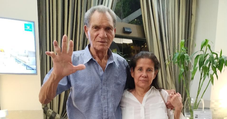 Manga, ex-goleiro da seleção brasileira e de Botafogo e Inter, e a esposa Maria Cecilia