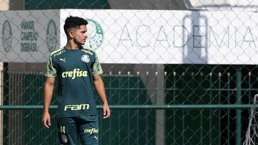 Atacante Gabriel Silva, do Palmeiras, durante treinamento da categoria sub-20 na Academia de Futebol - Cesar Greco/divulgação