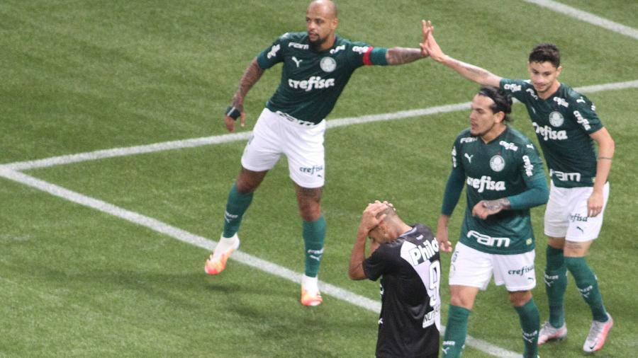 Jogadores do Palmeiras na vitória diante da Ponte Preta - ANDERSON LIRA/FRAMEPHOTO/ESTADÃO CONTEÚDO