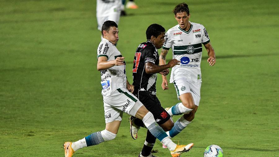 Coritiba e Vasco se enfrentam no estádio Couto Pereira (PR) pela 11ª rodada da Série B - Thiago Ribeiro/AGIF
