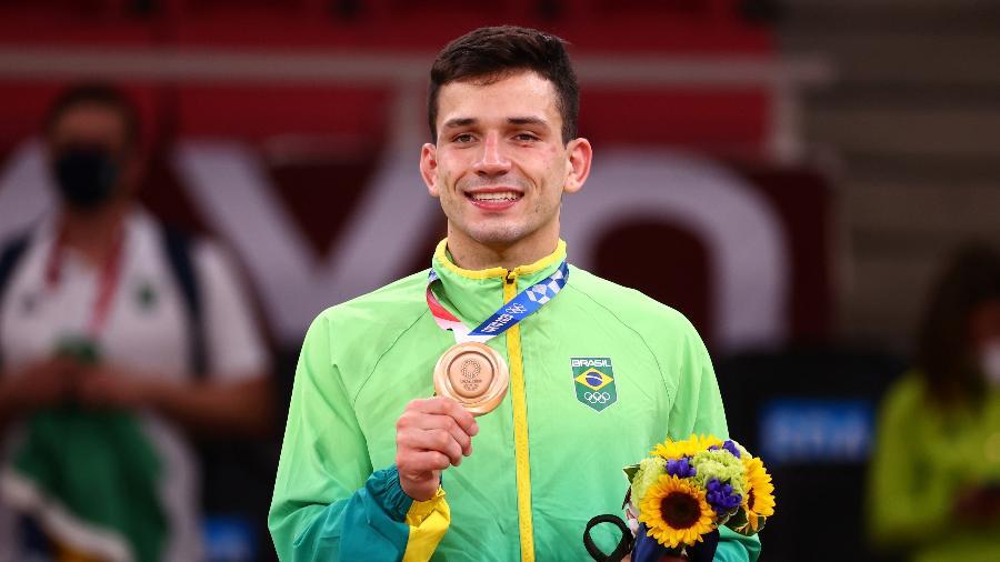 Daniel Cargnin recebe a medalha de bronze no judô nos Jogos Olímpicos de Tóquio - REUTERS/Sergio Perez