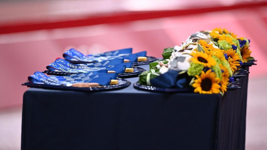 Medalhas e buquês de flores nas Olimpíadas de Tóquio - REUTERS