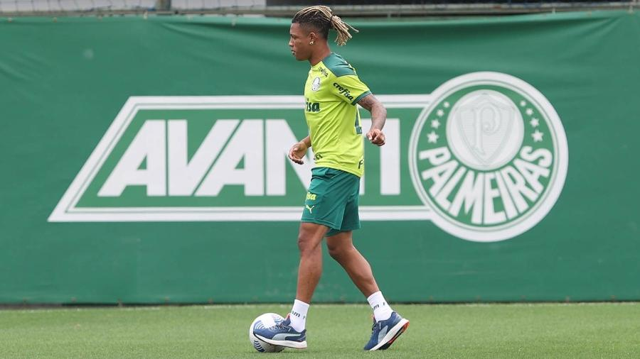 Danilo, do Palmeiras, durante treino na Academia de Futebol - Cesar Greco/Palmeiras