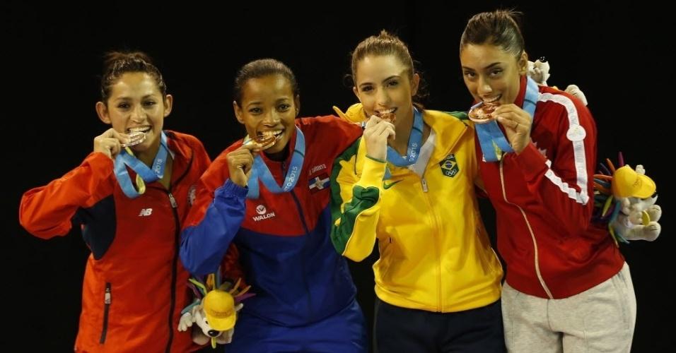 Aline Souza levou medalha de bronze no caratê na categoria até 50kg em Toronto