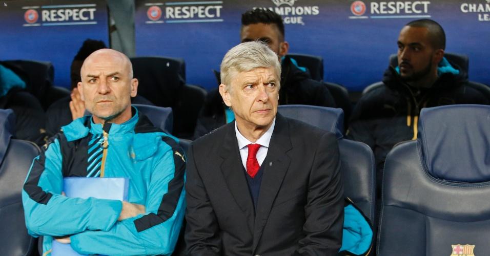 Arsene Wenger, que comanda o Arsenal contra o Barcelona, estaria sob risco de demissão por conta dos resultados negativos