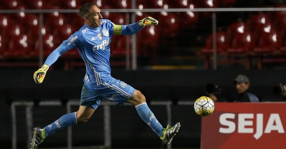 Prass em ação pelo Palmeiras no clássico com o São Paulo no Morumbi