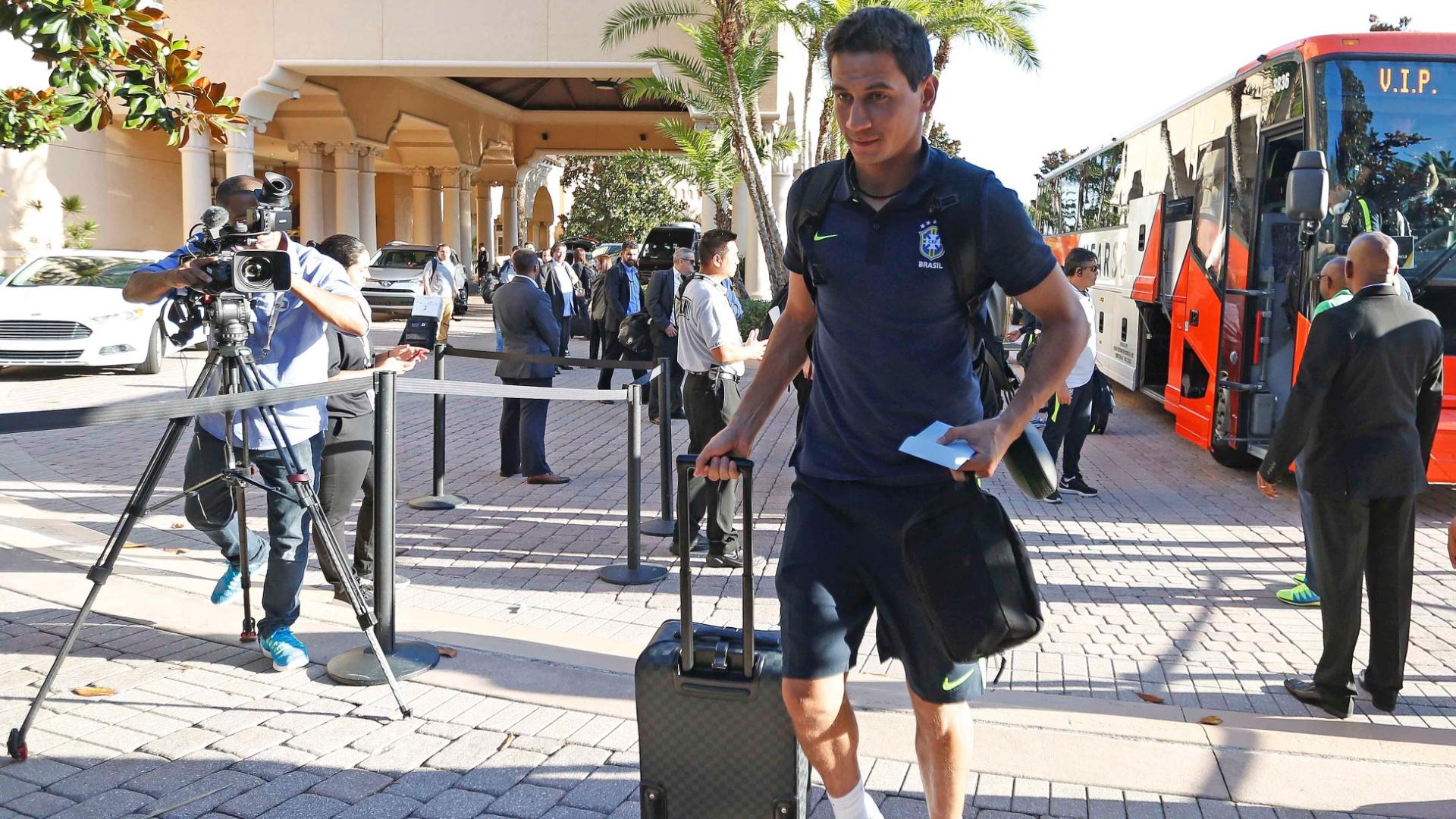 Paulo Henrique Ganso chega a Orlando, nos Estados Unidos, com a seleção brasileira