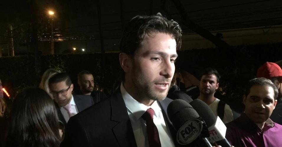 Maxwell, lateral do PSG, compareceu ao casamento de Lucas