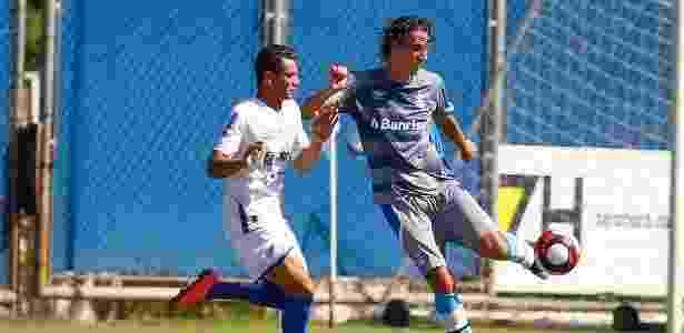 Zagueiro não havia treinado com bola desde a volta da seleção brasileira, na quinta - Lucas Uebel/Divulgação Grêmio